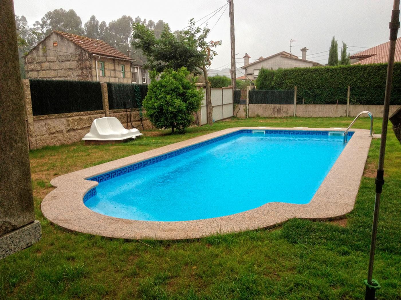 Precio piscinas poliester excellent minipiscina corazn for Precio piscinas poliester baratas